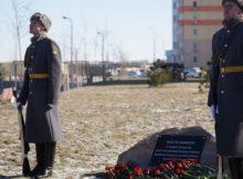Памятный знак в ЖК Платовский в честь Победы в Великой Отечественной Войне